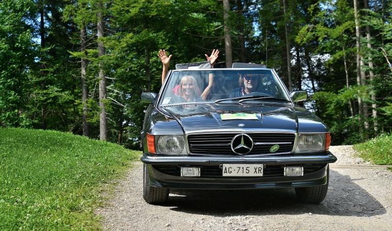 Personen in Auto
